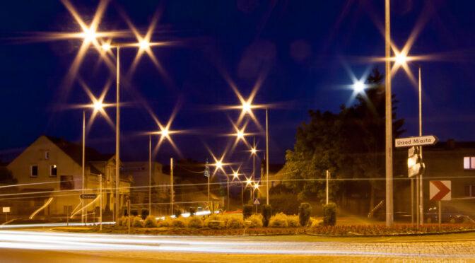 Zdjęcia nocne z lampami jak gwiazdy