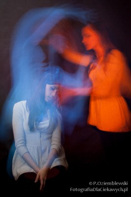 Zdjęcie pokazujące efekt z dwoma duchami