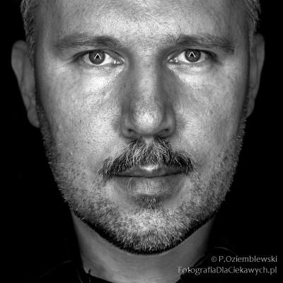 Portret oświetlony listwami LED
