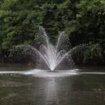 Zdjęcia fontanny przy różnych czasach migawki