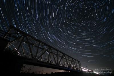 Startrails - ślad pozornego ruchu gwiazd