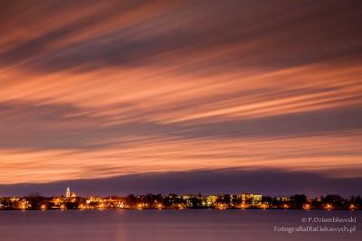 Podświetlone chmury nadługim czasie naświetlania