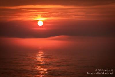 Zachód słońca i morska mgła
