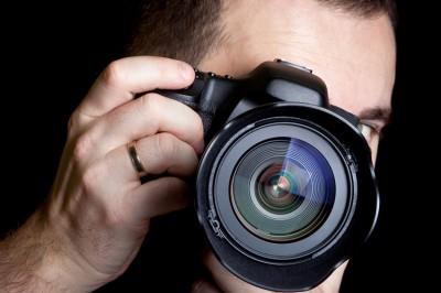 Aparat fotograficzny trzymany ręką