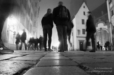 Ludzie chodzą weWrocławiu