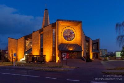 Iluminacja kościoła wChodzieży
