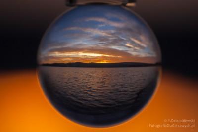Szklana kula iświt nadjeziorem Chodzieskim