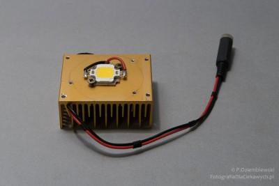 LED na radiatorze