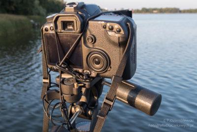 Aparat z zamocowanym filtrem - widok od tyłu
