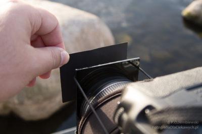 Szary filtr połówkowy - zkawałka kartonu