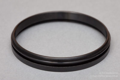 Pierścień z rowkiem oraz gwintem filtrowym