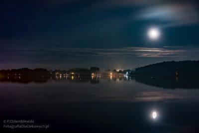 Chodzież nocą - jezioro Chodzieskie - widok naŁazienki