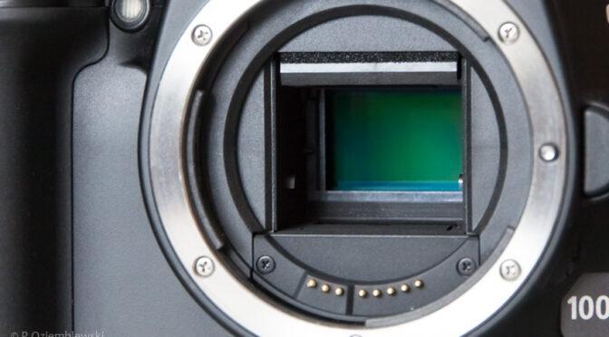 Samodzielne czyszczenie matrycy aparatu metodą suchą