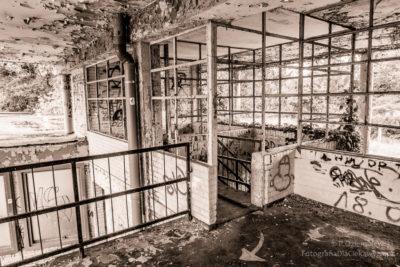 Opuszczony basen - sepia