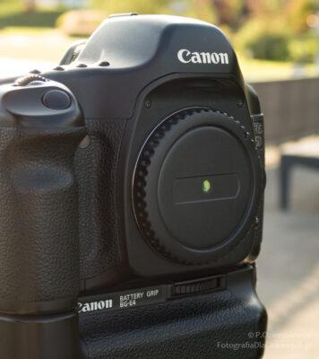 Cyfrowy aparat przystosowany dorobienia zdjęć jako camera obscura