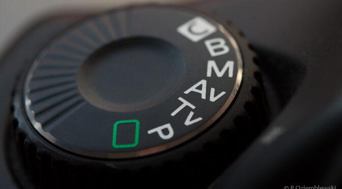 Program P w aparacie – dlaczego zmiana przysłony wpływa na czas naświetlania