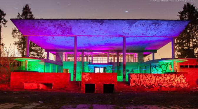 Malowanie światłem na starym basenie w Ciechocinku