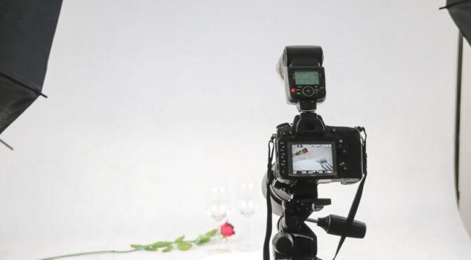Czym jest fotografia reklamowa i w co na początek wyposażyć studio fotograficzne