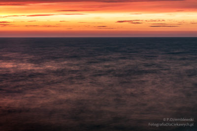 Po zachodzie słońca zezwielokrotnioną falą