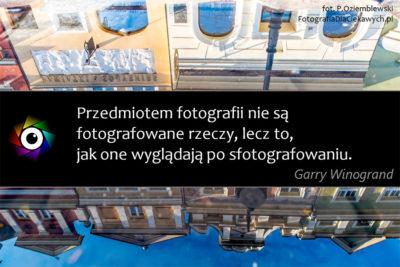 Zdjęcie zcytatem #1 - Przedmiotem fotografii niesą fotografowane rzeczy, leczto, jak one wyglądają posfotografowaniu. - Garry Winogrand