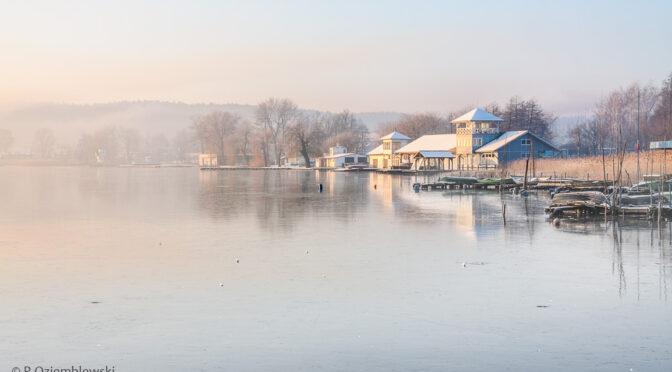 Zimowe zdjęcie jeziora Chodzieskiego trafiło do kalendarzy