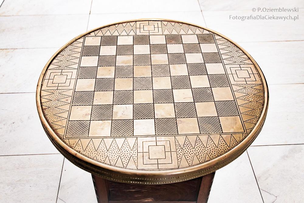 Kompozycja centralna wfotografii - stolik szachowy