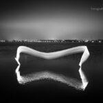 Malowanie światłem nad wodą - podświetlona pianka