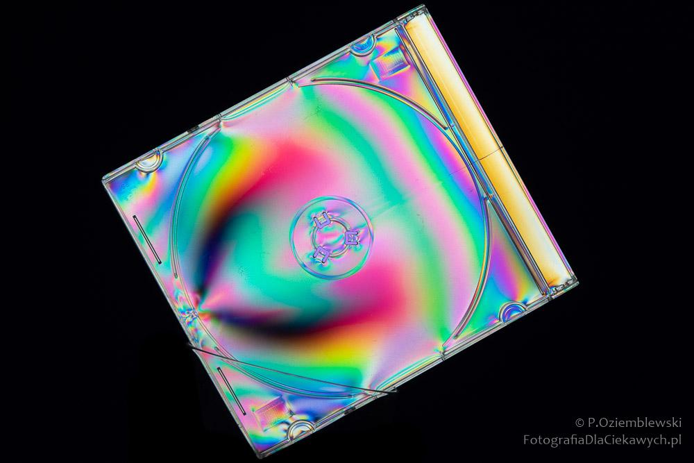 Zdjęcie wświatle spolaryzowanym - pudełko popłycie CD